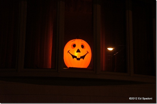 Handheld twilight, Sony NEX 5N, 2 guys photo, pumpkin, window, Halloween