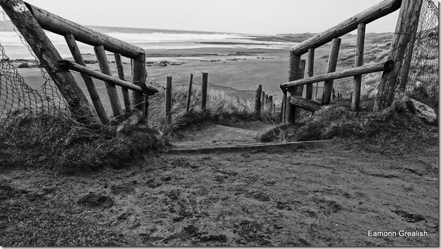 fanore beach, county clare, ireland, eamonn grealish, blask and white, BW, Sony DSC-WX100, beach